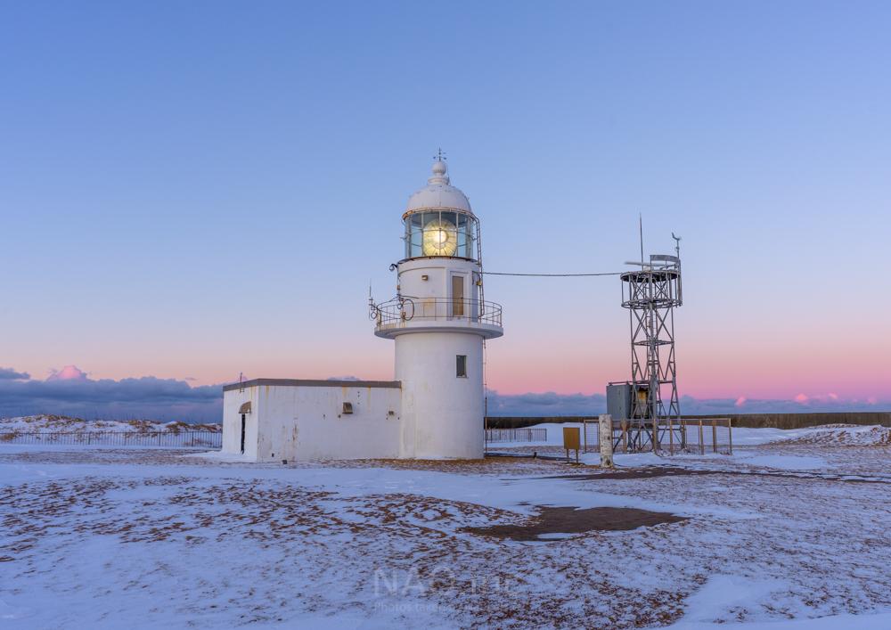 襟裳岬灯台。夜明け前の数分だけ見ることが出来るカラー