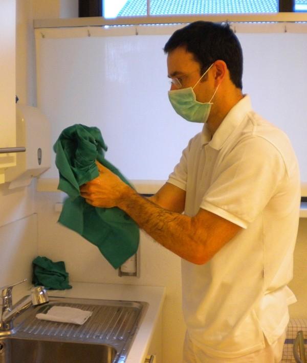 Abtrocknung mit einem sterilen Handtuch