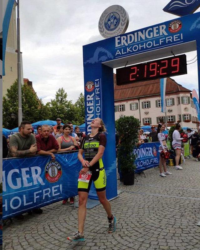 Welch eine Erleichterung nach einem harten Wettkampf endlich die Ziellinie zu überqueren - belohnt mit dem Titel der bayerischen Vizemeisterin der Altersklassen