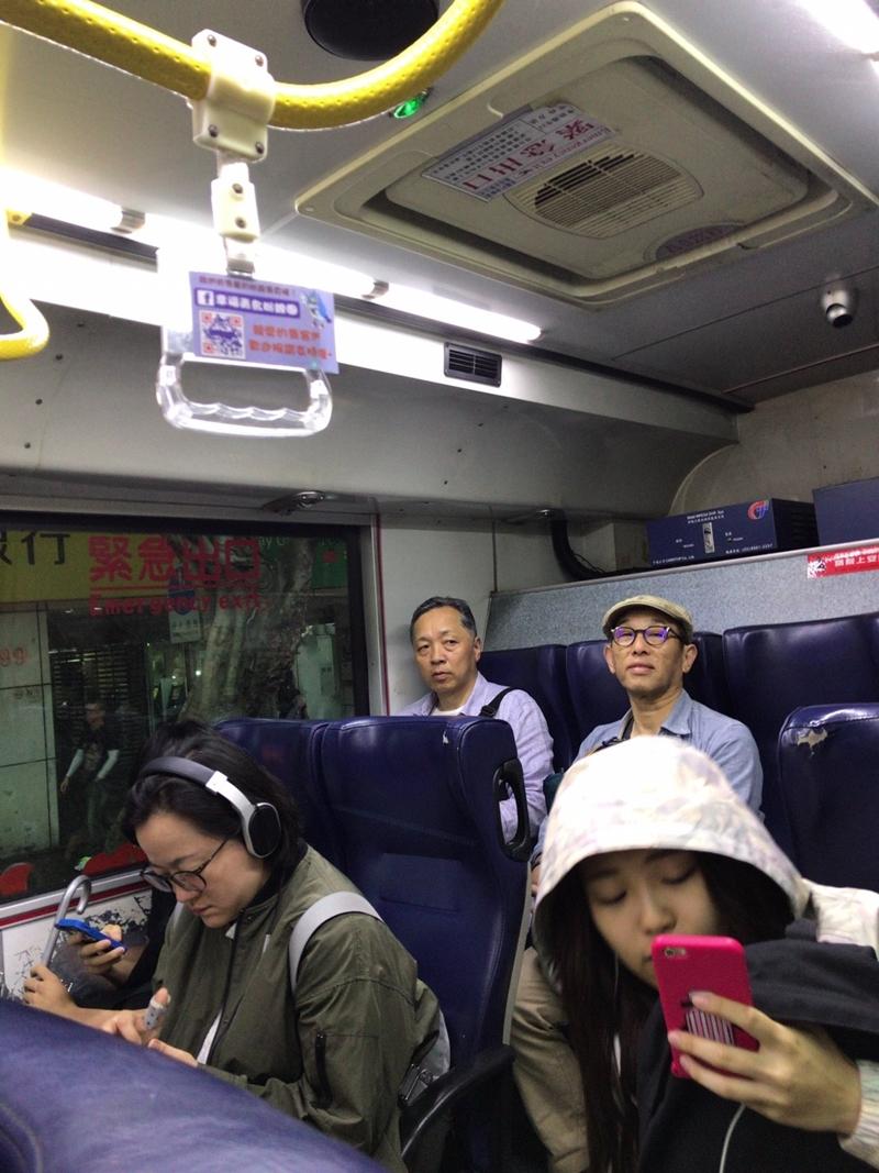 國立故宮博物院へ向けバス「紅30」で移動中