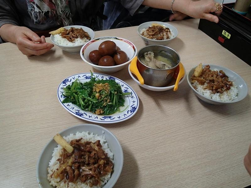 注文は魚肉飯・魯蛋・燙青菜ほかを注文