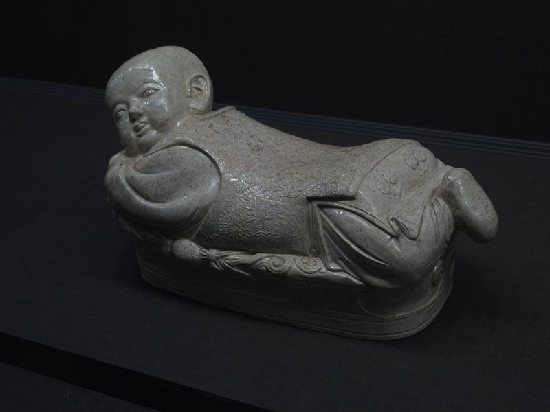 白瓷嬰兒枕