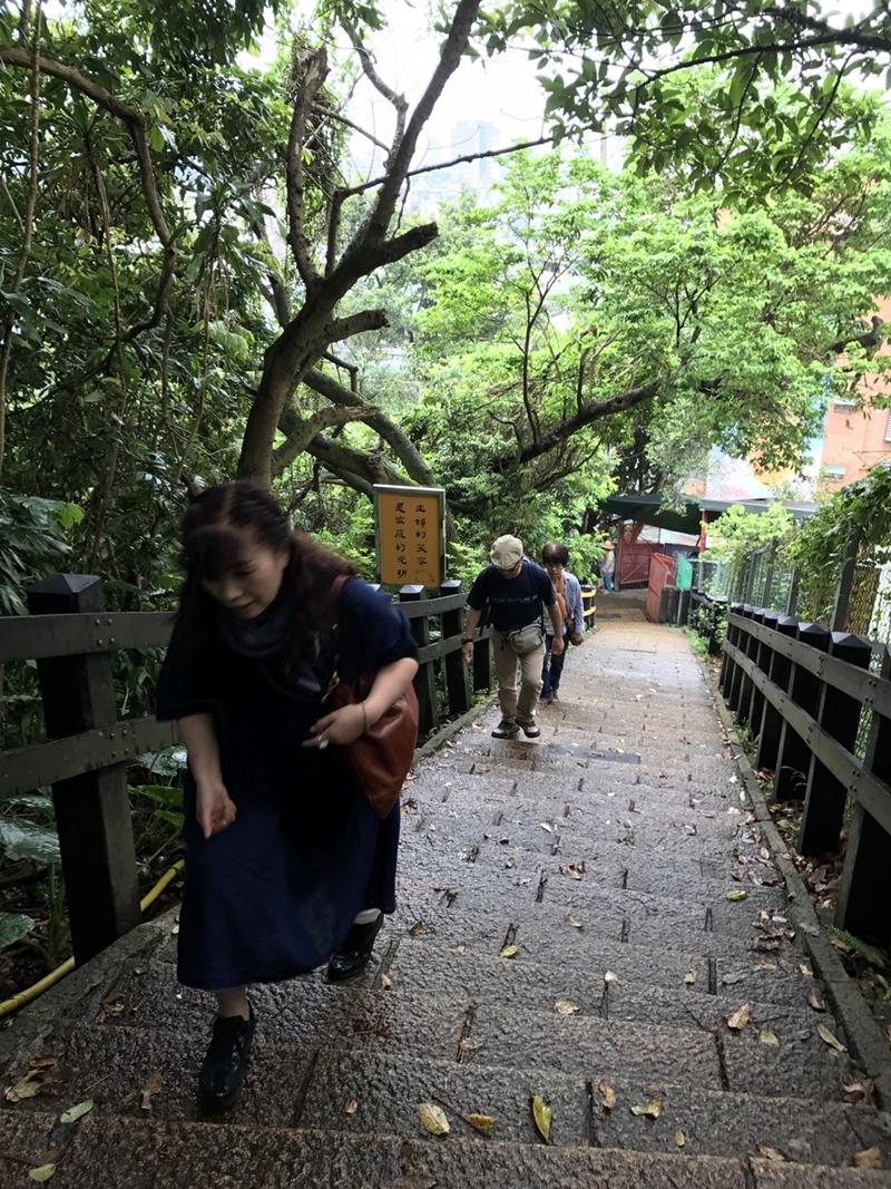 象山自然歩道の階段
