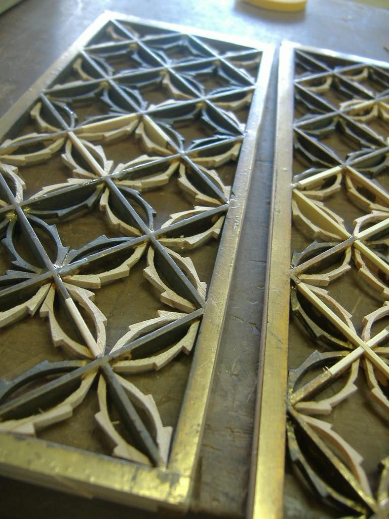 仏壇洗濯・修理 違う彫刻に交換されてしまうことが多い中、この作業が行えるのは当社の自慢です。