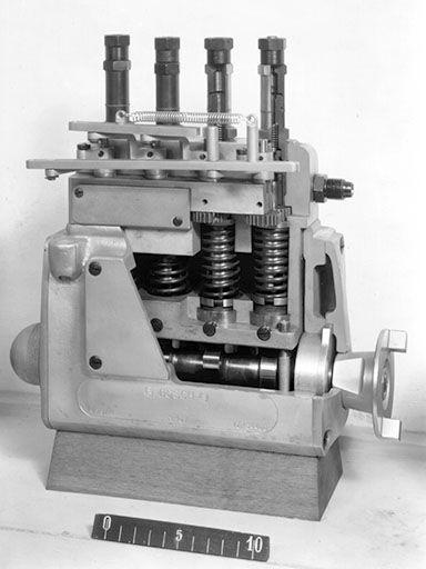 Die Bosch-Lang-Einspritzpumpe entstand im Winter 1925/26. Sie war die Grundlage für die Bosch-Einspritzpumpe, die über sechs Jahrzehnte die Standardkonstruktion für Einspritzpumpen war.