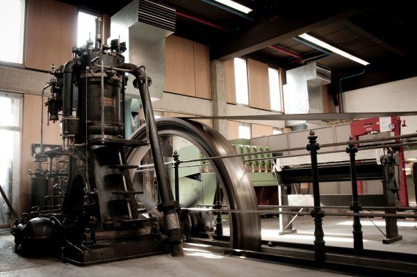 Gasmotoren-Fabrik Deutz; Dieselmotor DM 147 Baujahr 1907; früherer Standort im Campus Kirchberg der Universität Luxemburg