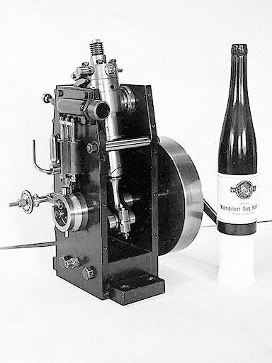 Dieser Lang-Motor war 1914 mit etwa 1,5 kW Leistung der kleinste Dieselmotor der Welt.