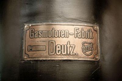 Typenschild des Dieselmotors DME 147, Baujahr 1907, in Luxemburg