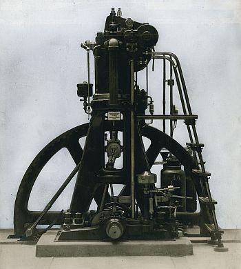 Historischer Dieselmdotor 26/41 im Technischen Museum Wien