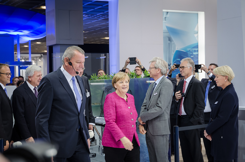 Presserundgang mit Kanzlerin Merkel © FFM PHOTO / Friedhelm Herr