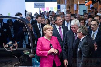 Kanzlerin Merkel auf der IAA 2017 © dokfoto.de / Friedhelm Herr