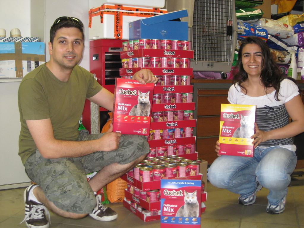 23. Mai 2012 vielen Dank an Elena und Tobia, Dosenfutter für die Wildkatzen
