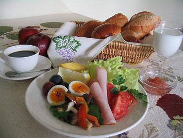 朝食のメニューの一例