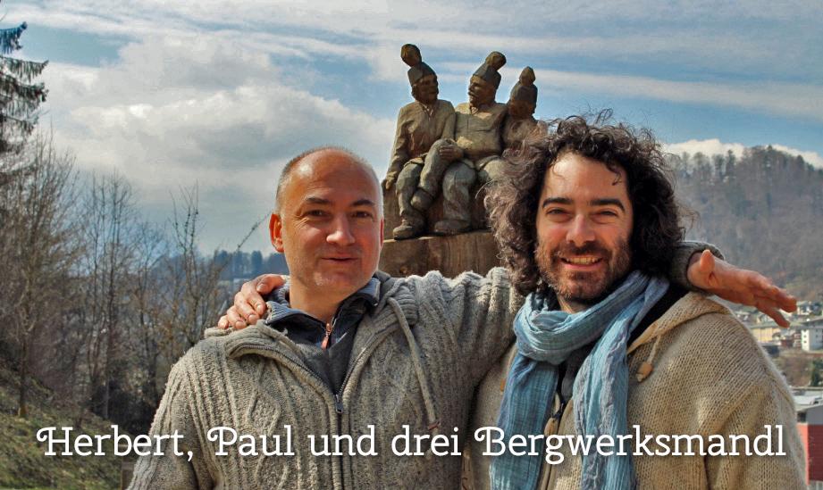 Herbert Walter und Paul Freh vor den drei Bergwerksmandl