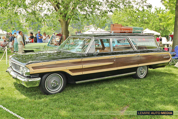 Ford Country Squire Station Wagon 1964