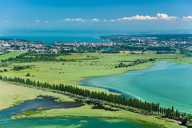 Konstanz und das Wollmatinger Ried von oben. In den nächsten Wochen wird es hier und in der gesamten Region noch etwas voller werden. - Foto: H. Spiering