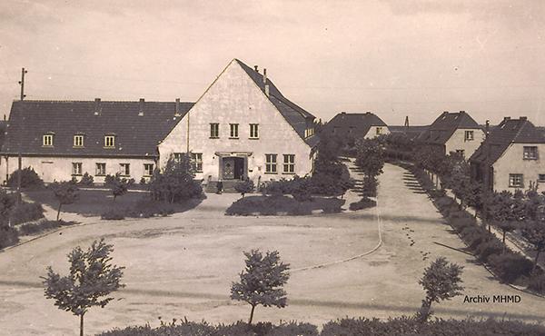 Schule und Vorplatz Dranske 1952