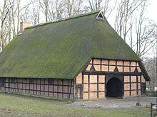 So ähnlich wie dieses Haus aus der Heidmark sahen sie aus.