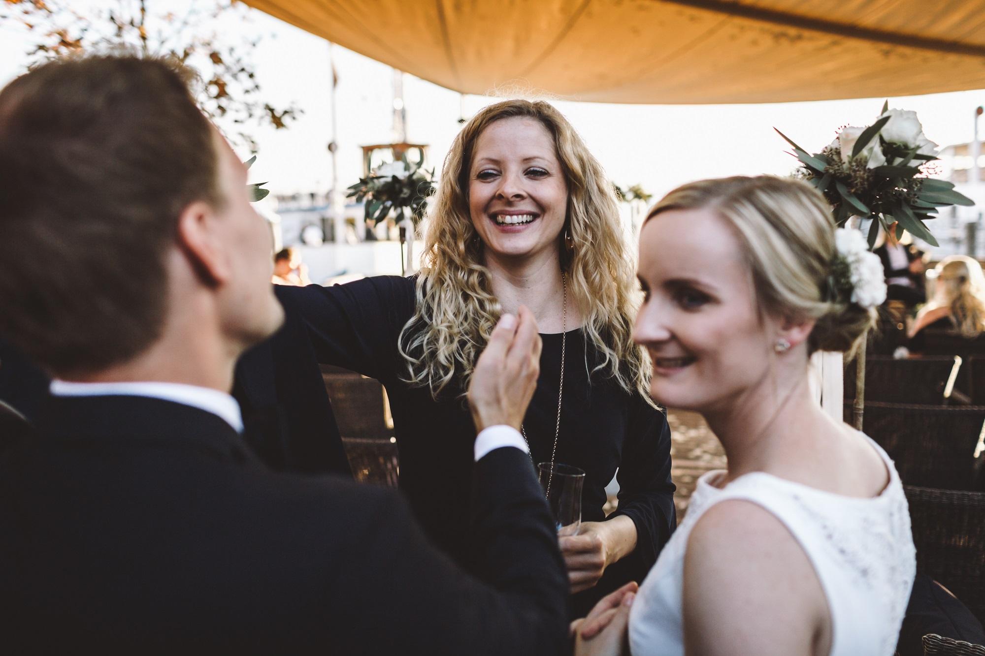 Nina & Daniel sind glücklich darüber, dass ihre Traurede ihren persönlichen Vorstellungen entsprach (Foto: Ralf Schuck)