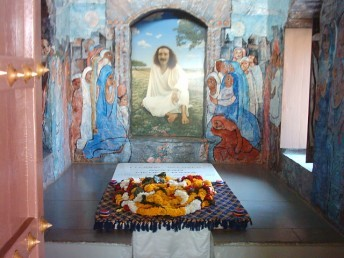 Baba's Tomb - latest inside view - Upper Meherabad