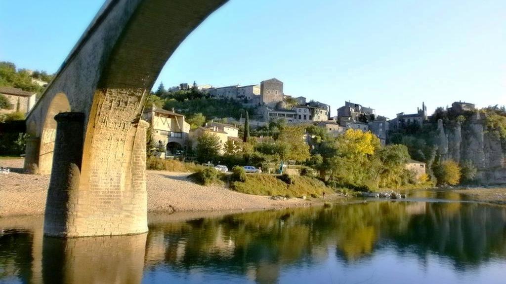 Balazuc - La plage sous le pont