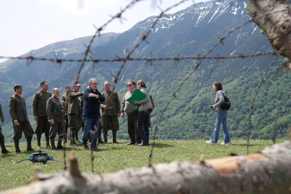 Il regista Leonardo Tiberi, Mauro Vittorio Quattrina con l'aiuto regista Paola Squitieri (figlia del regista Squitieri) mentre decidono le scene