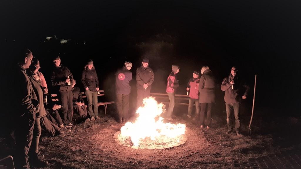 Abends wurde dann am Bootshaus gegrillt und ein Osterfeuer entzündet.