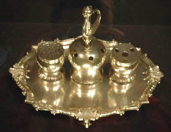 The Syng Inkstand, which was used for the signing of the Declaration of Independence and the Constitution of the United States; Photo Credit: Dan Smith Creative Commons Attribution ShareAlike 2.5 (Generic)
