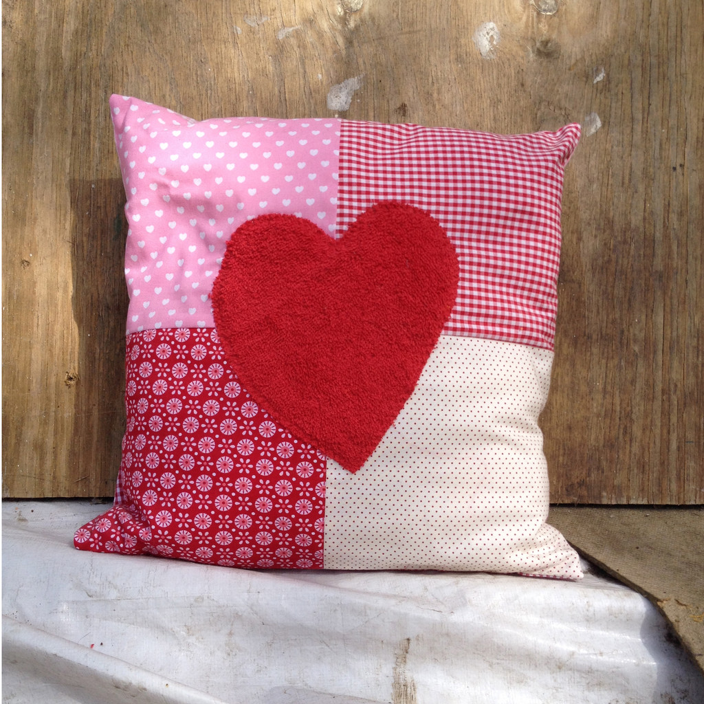 patchwork kissen herz die stichelei stickerei in hamburg. Black Bedroom Furniture Sets. Home Design Ideas