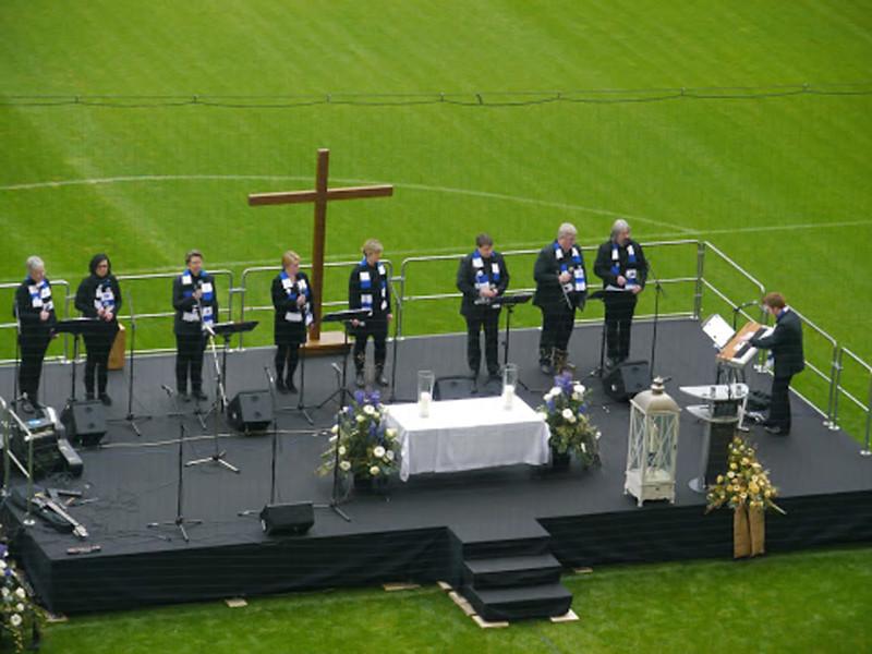 Viddel 12 bei der Trauerfeier von Hermann Rieger im Volksparkstadion am 02.03.2014