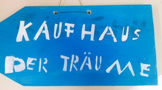 """STADTREBELLEN - Ferienaktion /Kunstprojekt """"Wir machen Hertie bunt"""" mit dem """"Kaufhaus der Träume"""" in Zusammenarbeit mit der Glashütte Porz, 2015"""