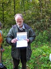 September 2014, Wanderführer Gunther Haarstark erklärt einen römischen Leugenstein