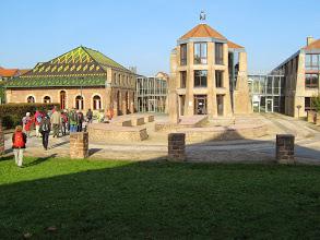 September 2014, die stattliche Jockgrimer Gemeindeverwaltung, links das Ziegeleimuseum