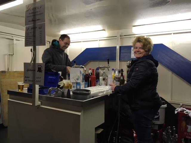 Stefan Rohlf, AWR und Antje Cordes, AWR haben dafür gesorgt, dass niemand durstig bleibt.