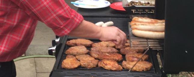 und während die wohlverdienten Steaks auf dem Grill bruzzeln...