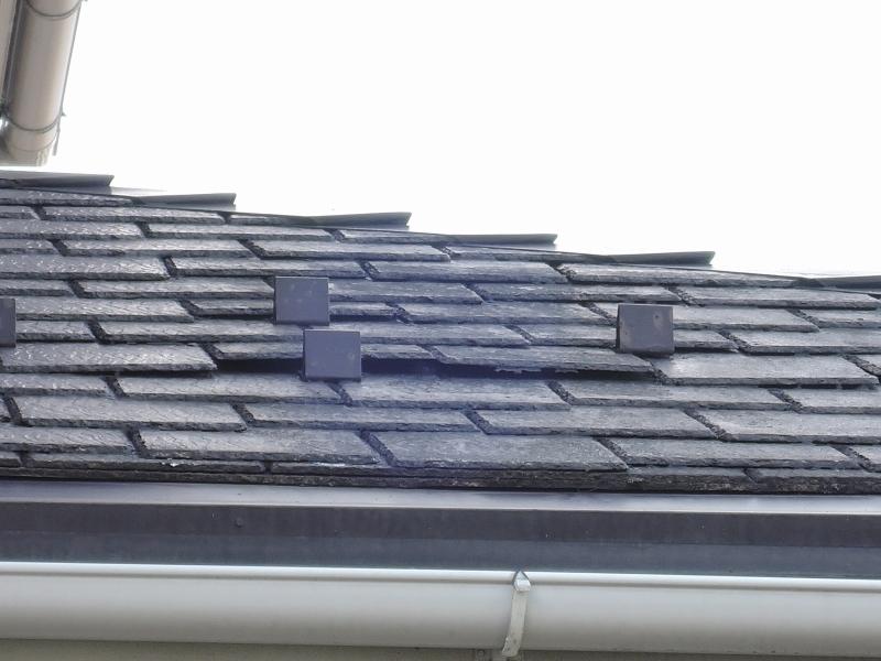 施工前 スレート屋根の浮き