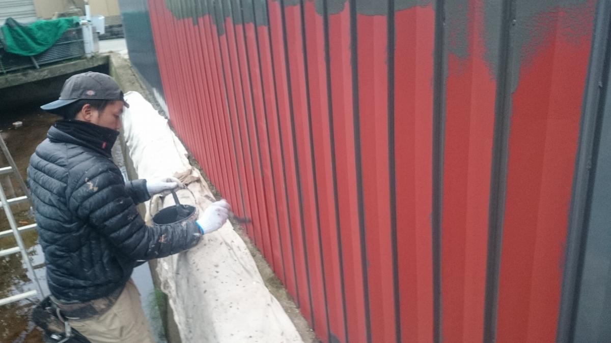 施工中 車庫塗装