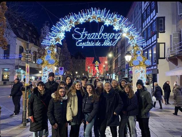 Vor dem Straßburger Weihnachtsmarkt