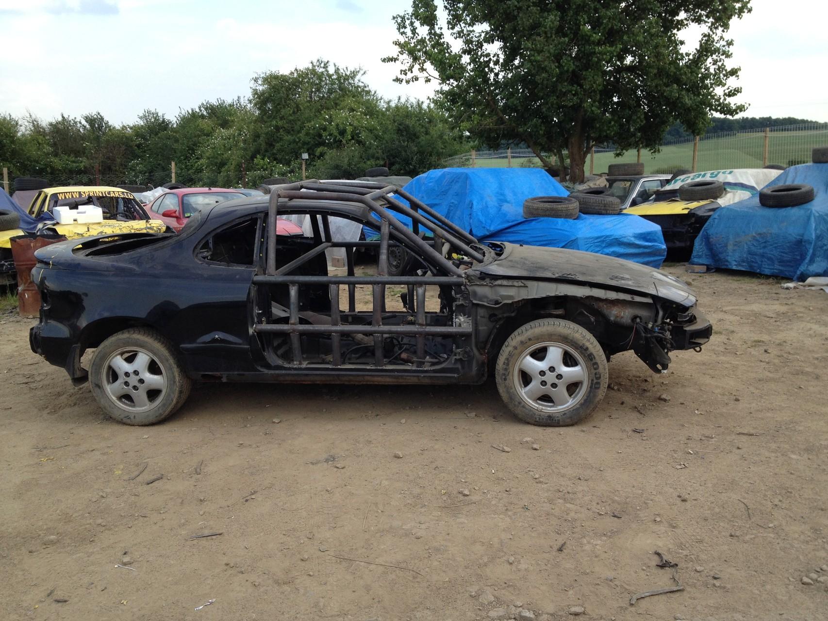 Wagen komplett ausgeweidet und mit Überrollbügel ausgestattet