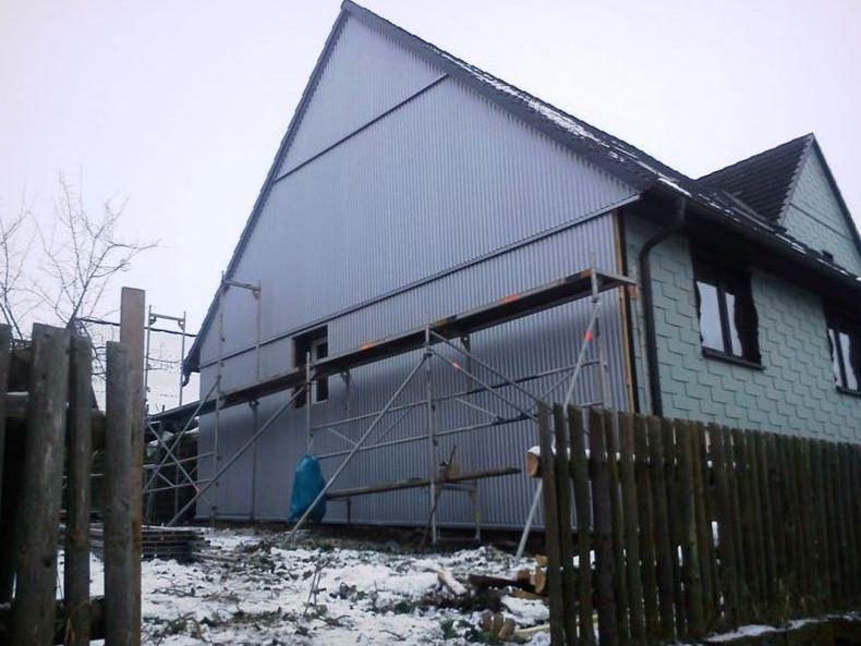 Fassadenbekleidung Einfamilienhaus mit Sinuswelle