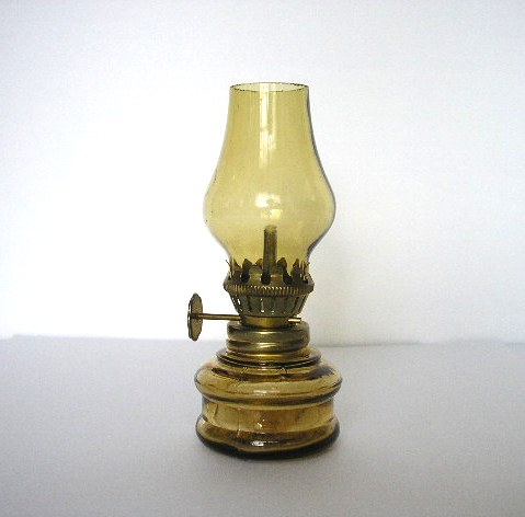 FLACON A PARFUM EN FORME DE LAMPE A PETROLE
