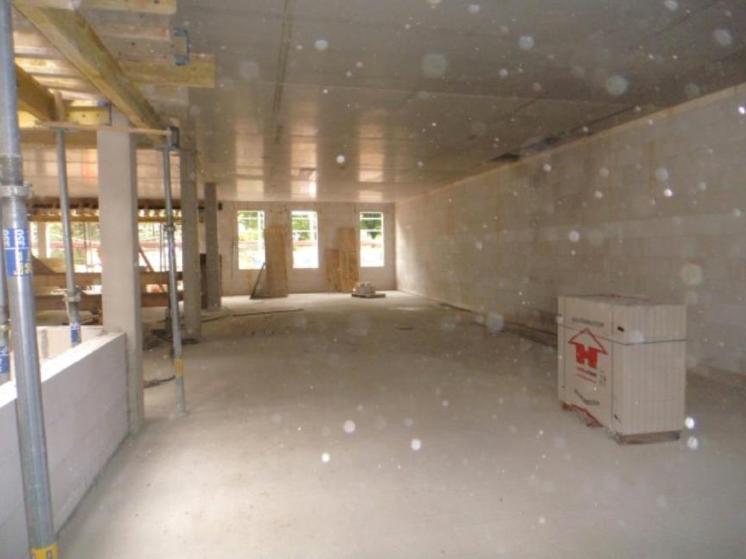 (25.08.2015) Die Schalung um den Unterzug Lichthof ist noch montiert.