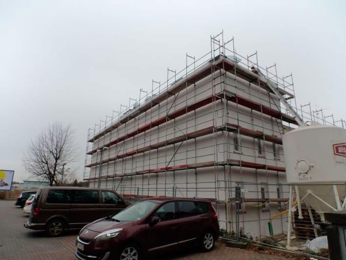 (24.11.2015) Fassade Süd. Das WDVS ist fertig gestellt.