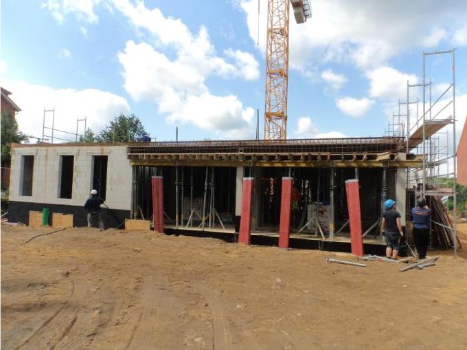 (21.07.2015) Das Mauerwerk EG ist fertig gestellt.