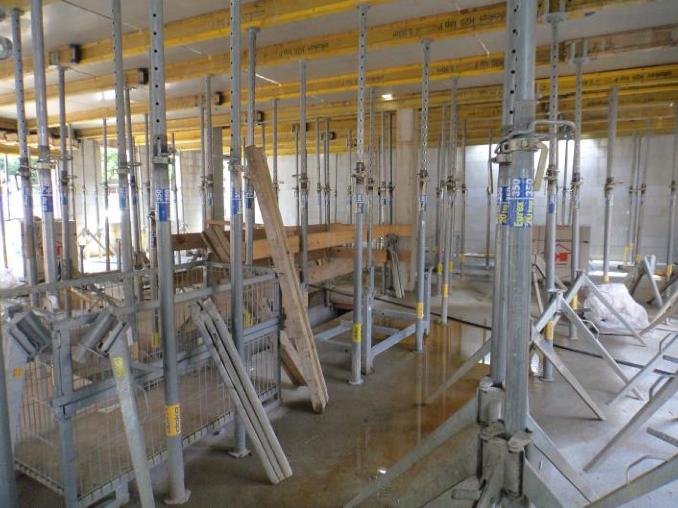 (21.07.2015) Die Räume im UG stehen in Schalung.