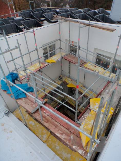 (10.11.2015) Innenhof: Der Oberputz ist fertig gestellt.