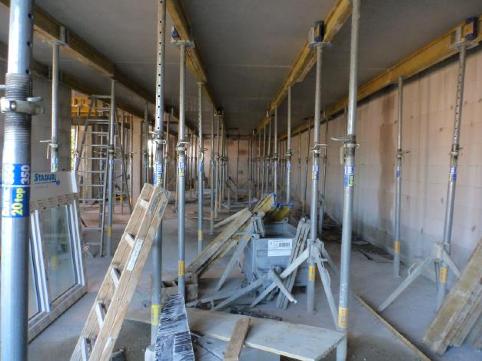 (08.09.2015) Die Räume stehen in Schalung.