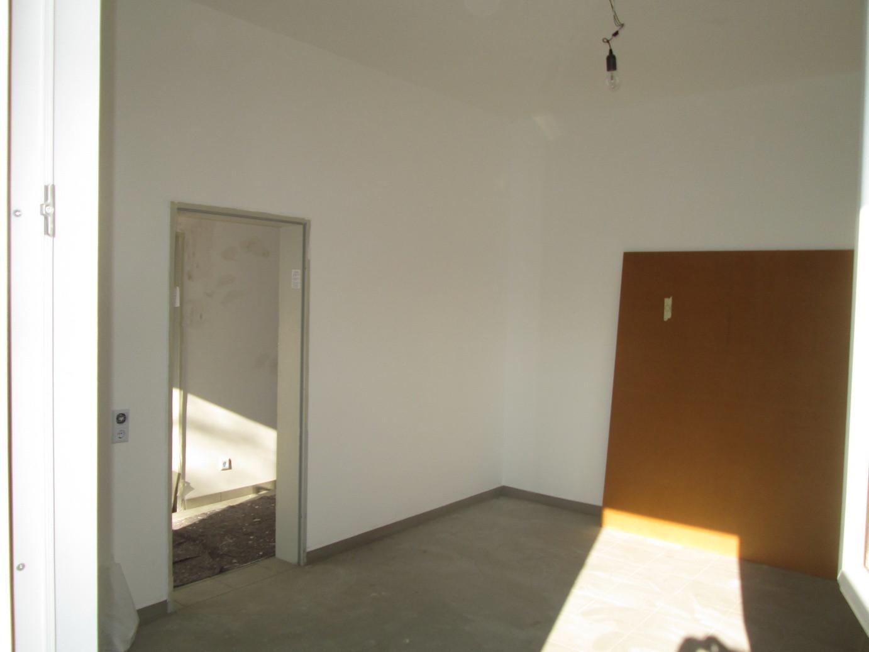Der Besprechnungsraum, die ersten Teile für den Möbelaufbau sind bereit gestellt.