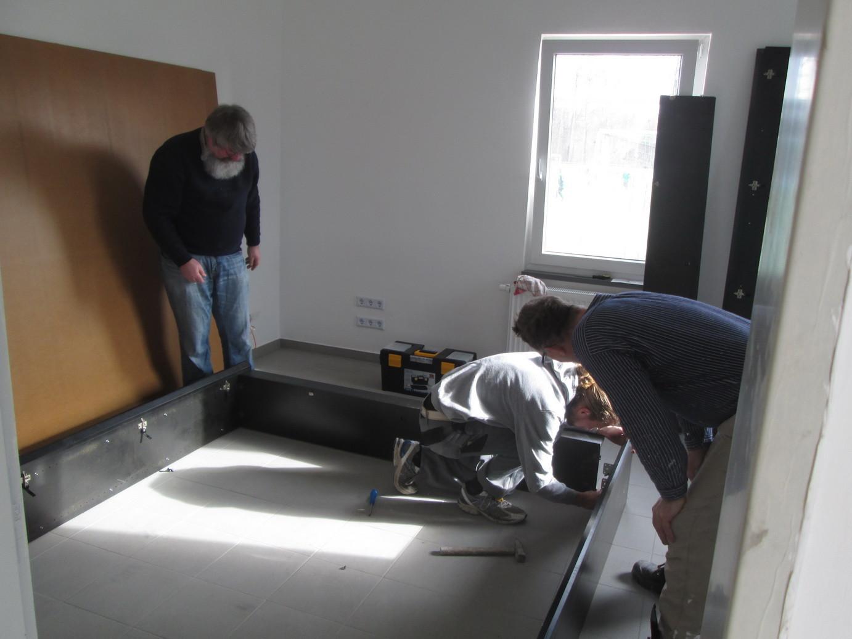 Aufbau der weiteren Möbel im Besprechnungszimmer