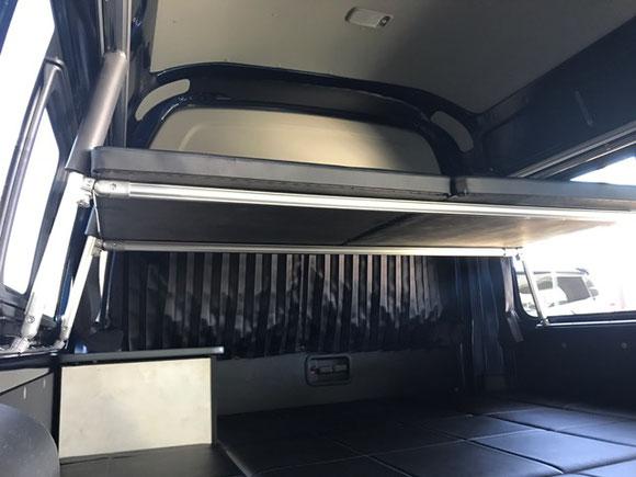 ハイエースのキャンピング・トランポオーダー製作で二段ベッドを製作して家族で快適な車中泊ができる内装にしました。